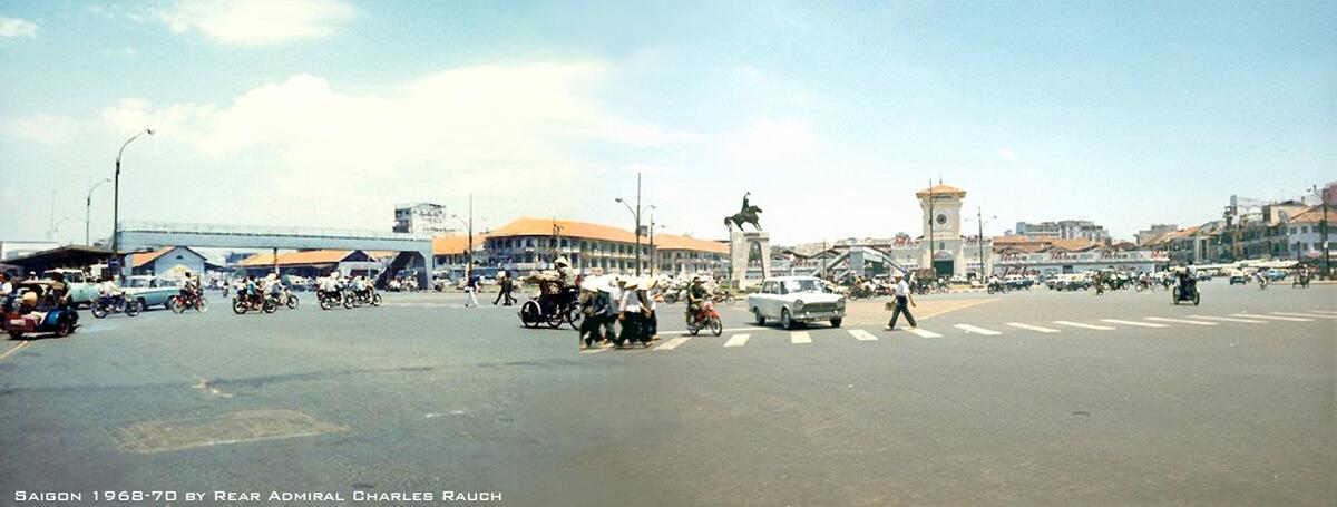 Bùng binh chợ Saigon (Công trường Diên Hồng). Hình của Charles F. Rauch, Jr. năm 1968-70